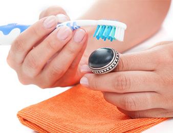 silberschmuck reinigen mit zahnpasta silberschmuck reinigen. Black Bedroom Furniture Sets. Home Design Ideas